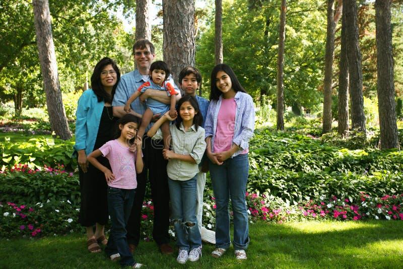 Grote familie van zeven royalty-vrije stock foto