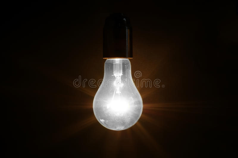 Grote geborstelde elektrische gloeiende lamp royalty-vrije stock afbeeldingen