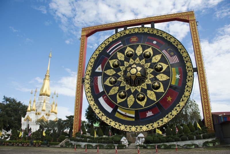 Grote gong Thaise geroepen Khong in Wat Tham Khuha Sawan Temple stock foto's
