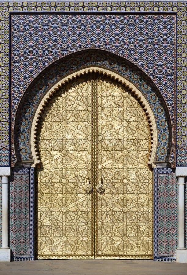 Grote gouden deuren van het koninklijke paleis van Fes, Marokko stock foto's