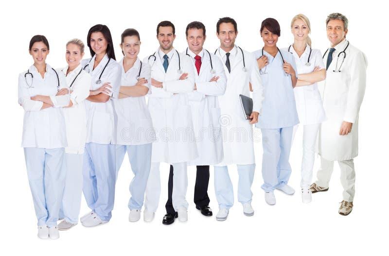 Grote groep artsen en verpleegsters stock afbeelding