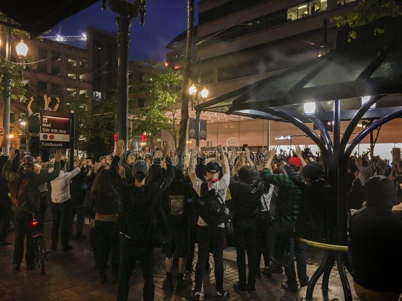 Grote groep de Zwarte protesteerders van de het Levenskwestie royalty-vrije stock afbeeldingen