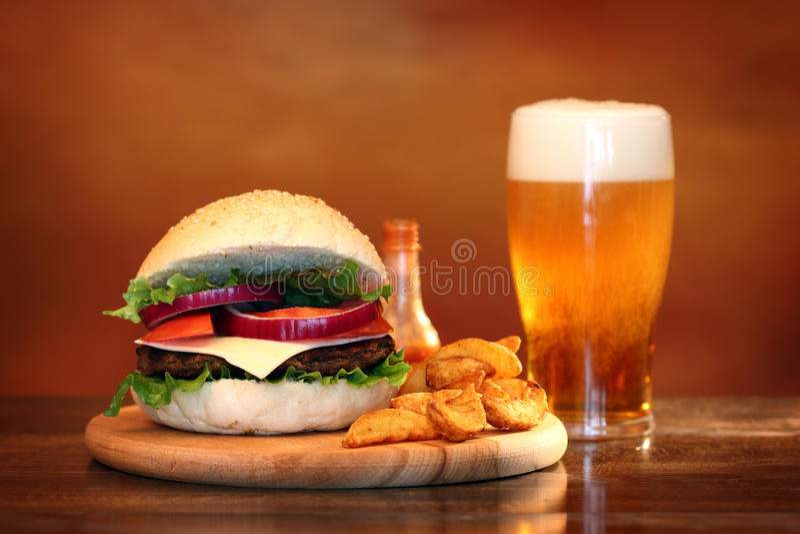 Grote hamburger royalty-vrije stock foto's