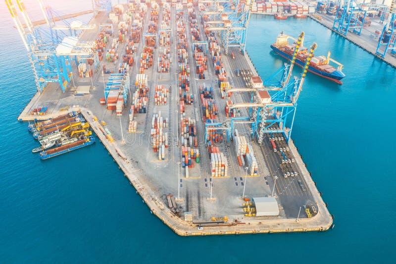 Grote haven, zeevervoer, het maritieme concept van de verkeerslevering stock afbeeldingen