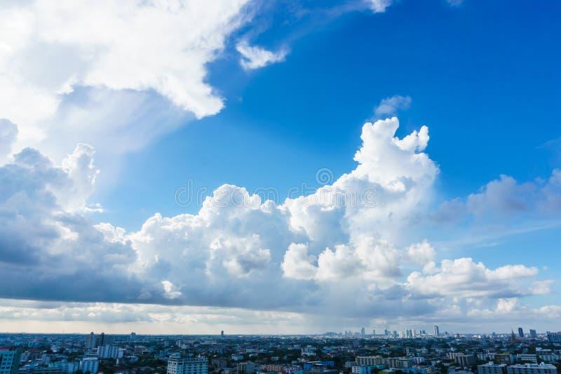 Grote hemel over cityscape in Bangkok Thailand stock afbeeldingen