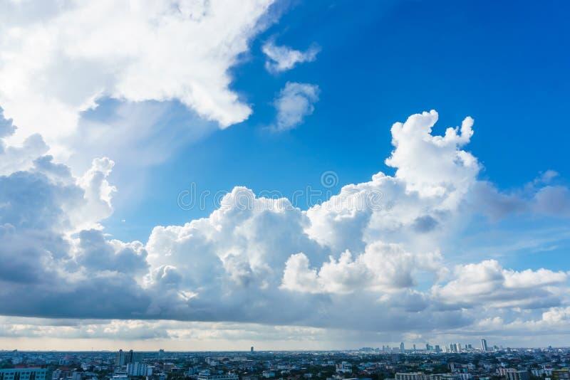 Grote hemel over cityscape in Bangkok Thailand stock fotografie
