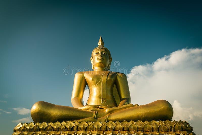 Grote het standbeeld uitstekende toon van Boedha royalty-vrije stock foto's