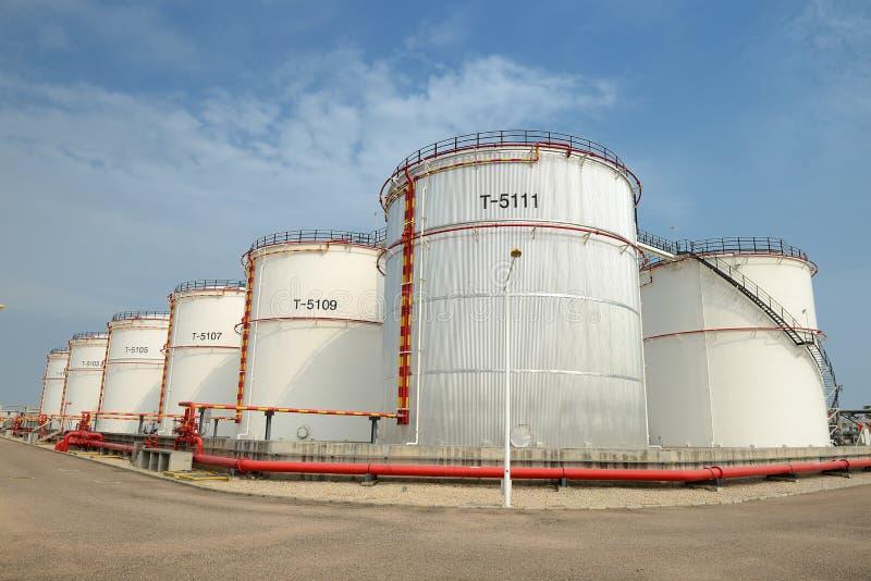 Grote Industriële olietanks royalty-vrije stock afbeelding