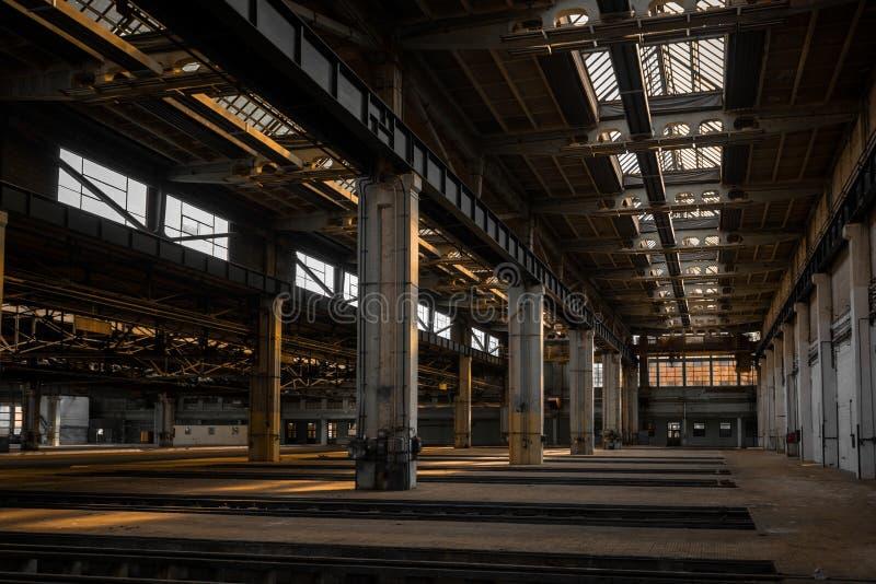 Grote industriële zaal van een reparatiepost stock afbeeldingen