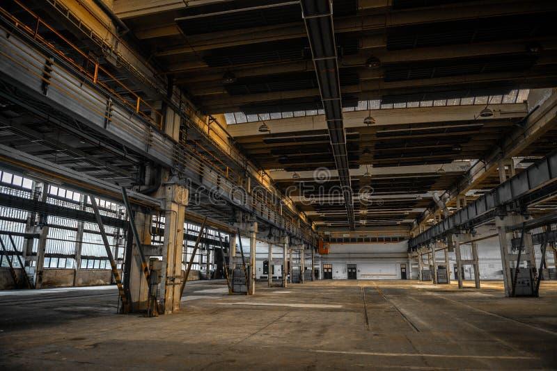 Grote industriële zaal van een reparatiepost royalty-vrije stock fotografie