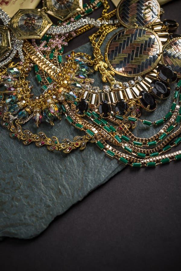 Grote inzameling van juwelen stock fotografie