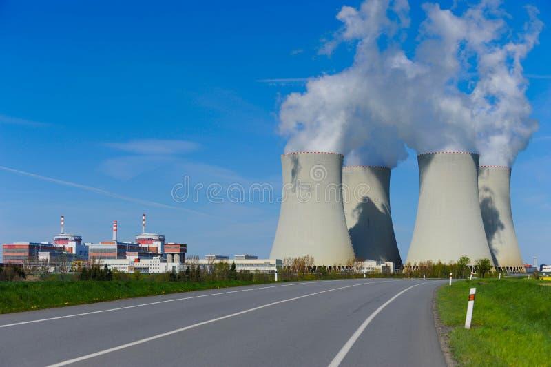 Grote kernenergieinstallatie stock foto