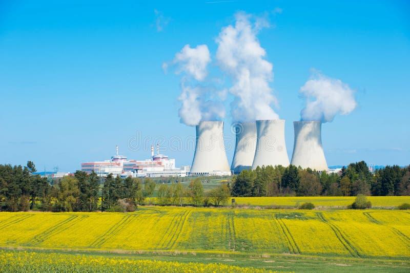 Grote kernenergieinstallatie royalty-vrije stock fotografie