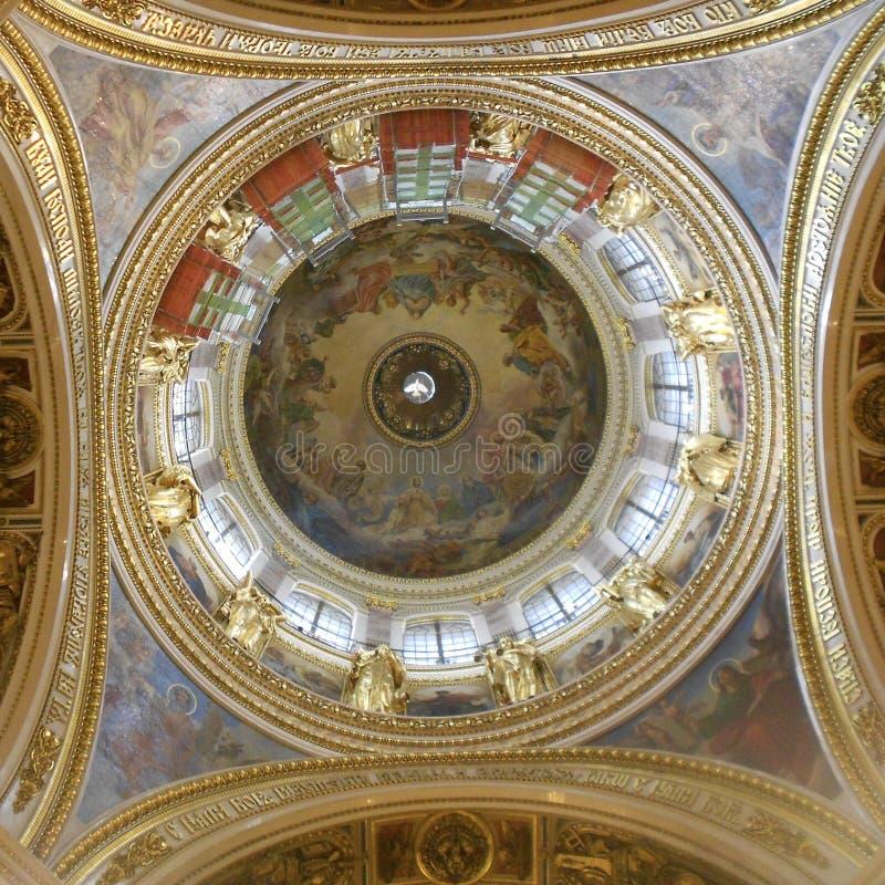 Grote Koepel van de Kathedraal van Heilige Issac ` s stock foto's