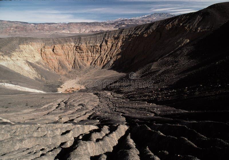 Grote krater bij de Vallei van de Dood royalty-vrije stock afbeeldingen