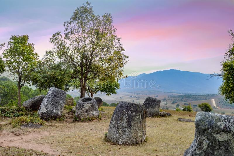 Grote Kruik bij de Vlakte van Kruiken in Phonsavan Laos royalty-vrije stock afbeeldingen