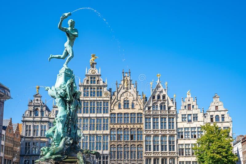 Grote Markt com edifícios de referência em Antuérpia, Bélgica imagens de stock royalty free