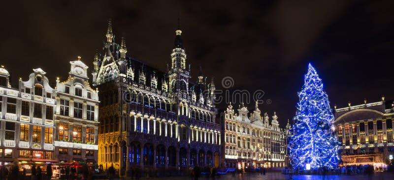 Grote markt plaatst op een hoog de definitiepanorama van Brussel België van de Kerstmisavond royalty-vrije stock afbeelding