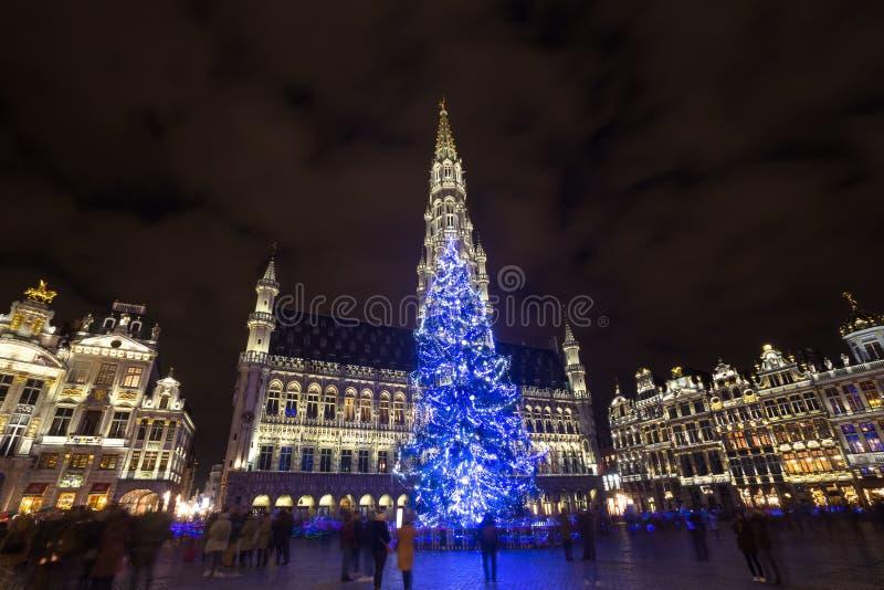 Grote markt plaatst op een Kerstmisavond Brussel België stock fotografie