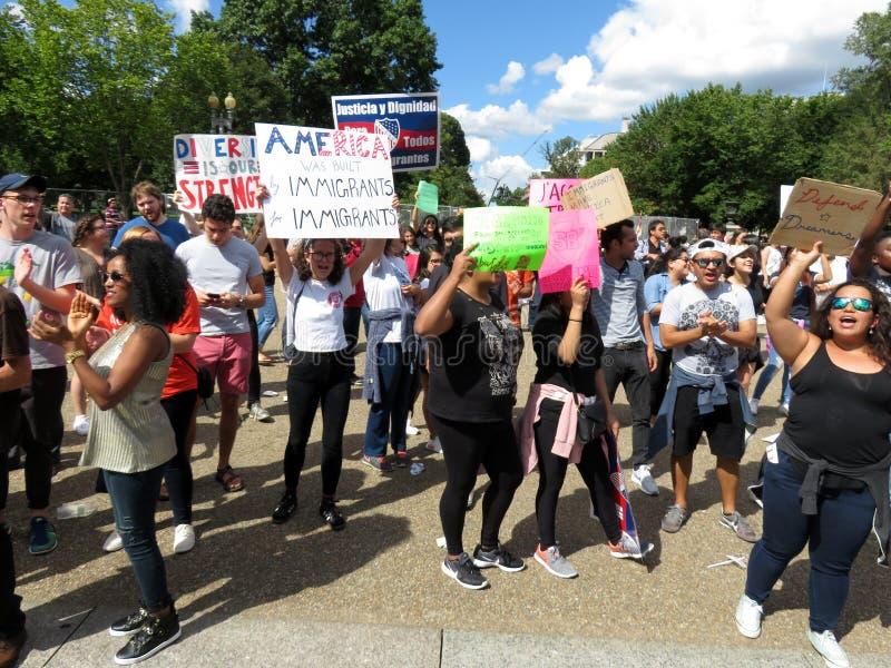Grote Menigte van Protesteerders bij het Witte Huis stock foto