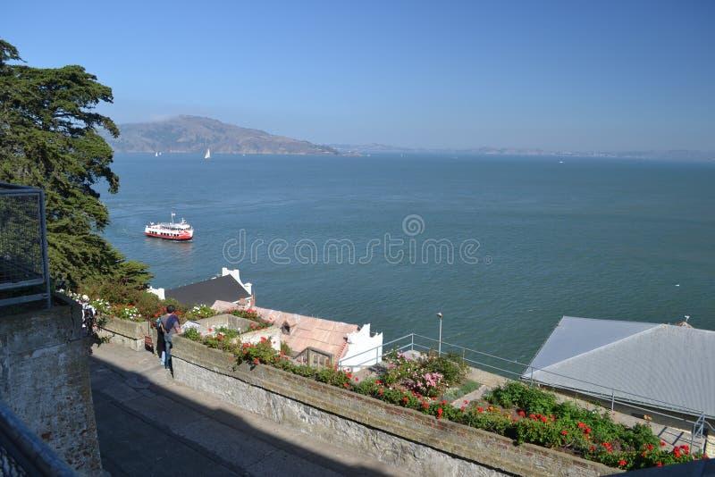 Grote mening van Alcatraz in San Francisco stock afbeelding