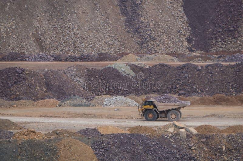 Grote mijnbouwvrachtwagen stock foto's
