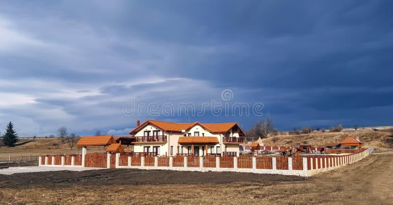 Grote mooie villa royalty-vrije stock afbeeldingen