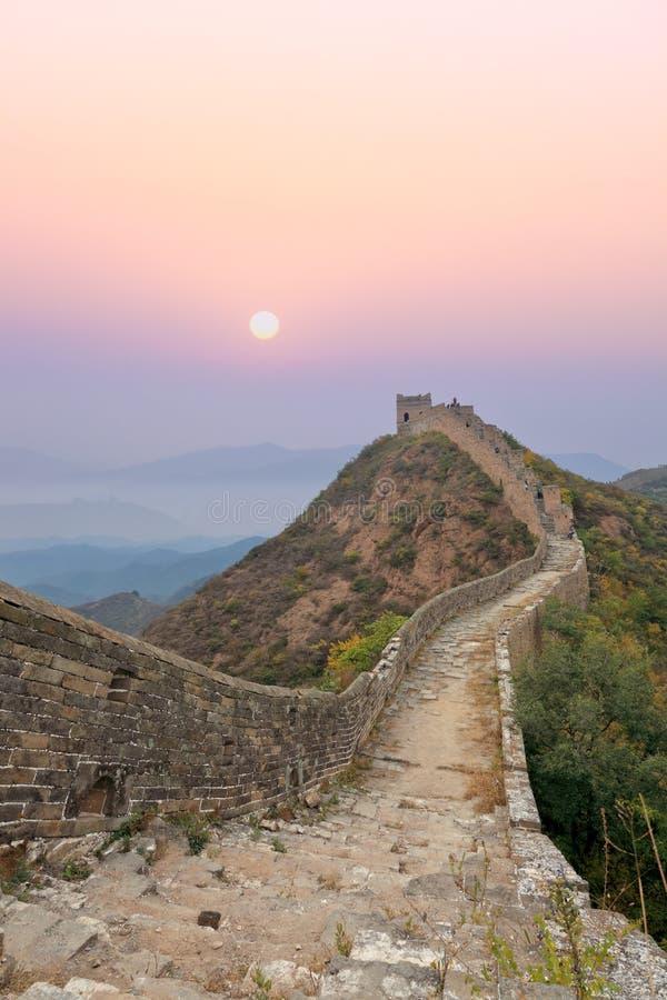 Grote muur met zonsopgang stock fotografie