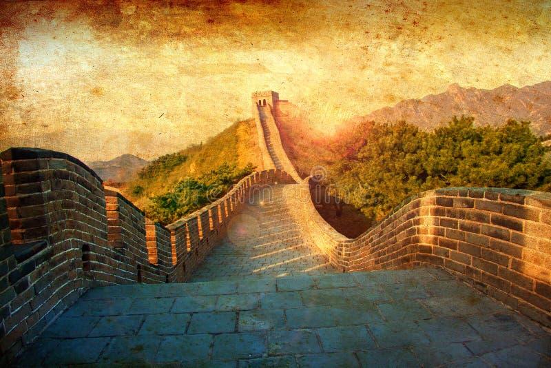 Grote muur van China Wijnoogst gestileerd ontwerp in warme gouden zon Als met de hand geschilderde oude prentbriefkaaren vector illustratie