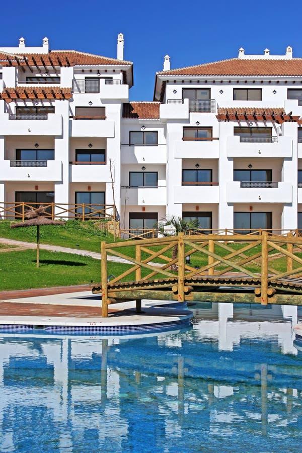 Grote, nieuwe flats op Spaanse urbanisatie royalty-vrije stock afbeelding