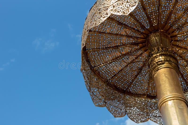 Grote openlucht oude Lanna-paraplu bij het chaing van MAI stock foto's