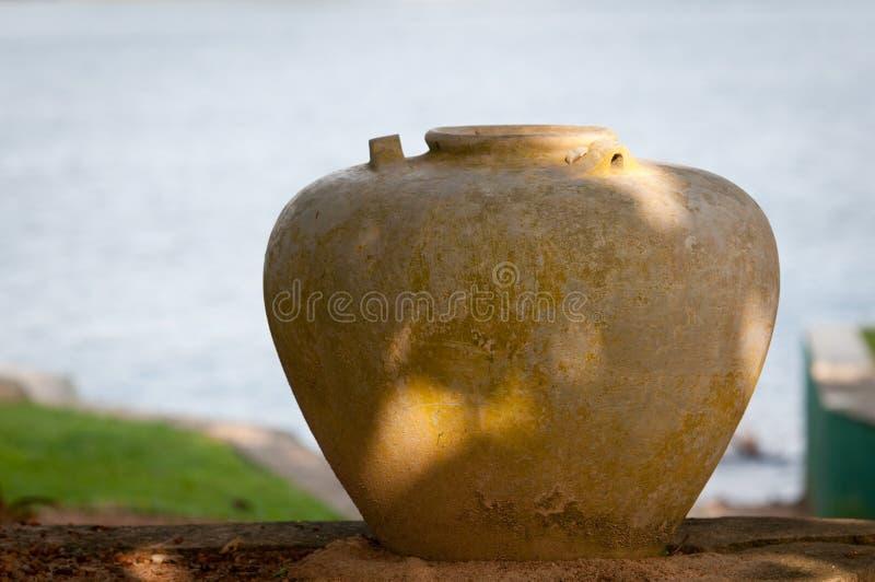 Grote oude vaas in griekse stijl stock fotografie afbeelding 23552722 - Oude griekse decoratie ...