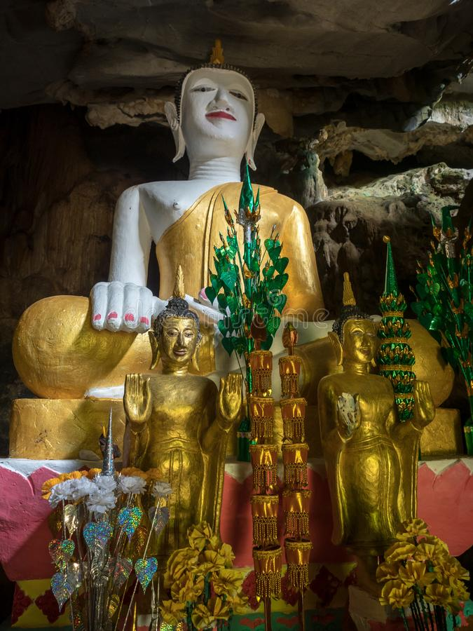 Grote overladen Boedha, Tham Hoi, Laos stock afbeelding