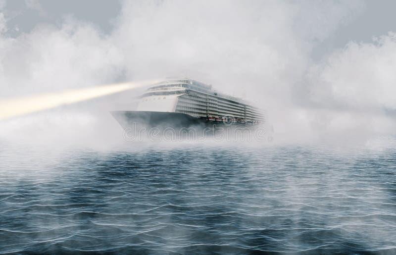 Grote passagiersvoering die door zware mist op oceaan varen royalty-vrije stock foto's