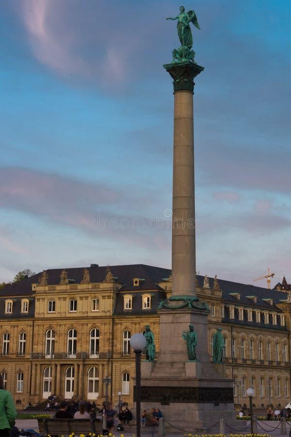 Grote pijler Stuttgart Duitsland bij dageraad royalty-vrije stock afbeelding