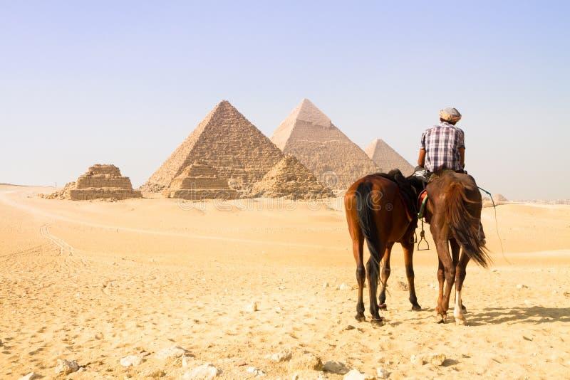 Grote piramides in Giza-vallei, Kaïro, Egypte stock foto