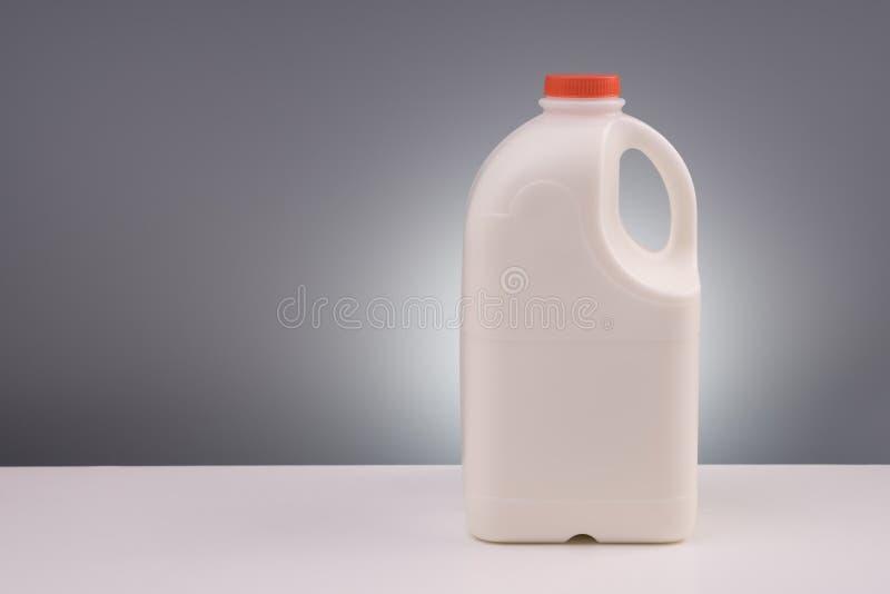 Grote plastic gallon melk royalty-vrije stock afbeeldingen