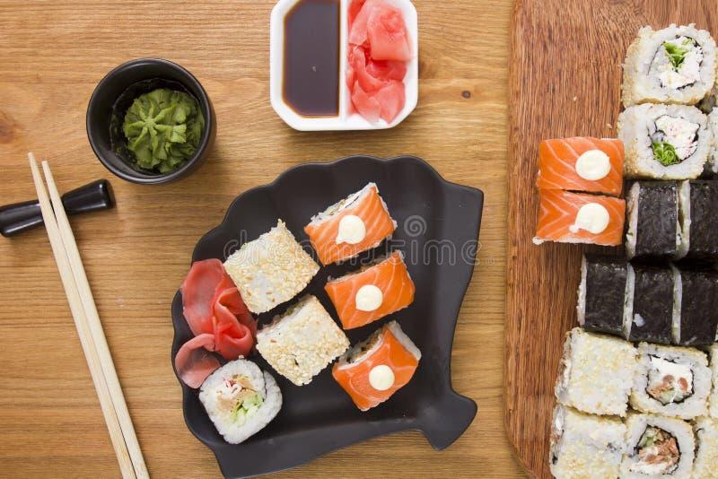 Grote reeks sushi en broodjes stock fotografie
