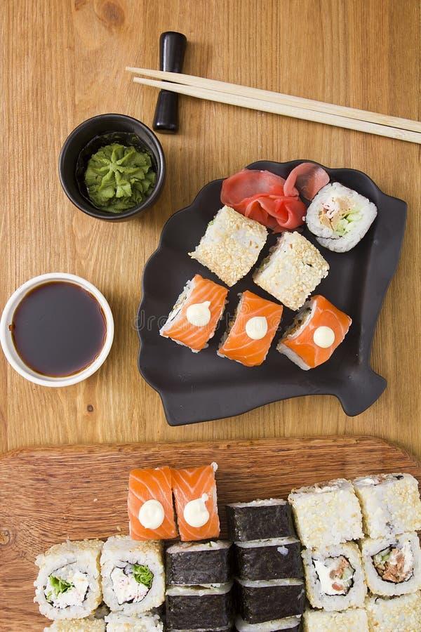 Grote reeks sushi en broodjes royalty-vrije stock afbeelding