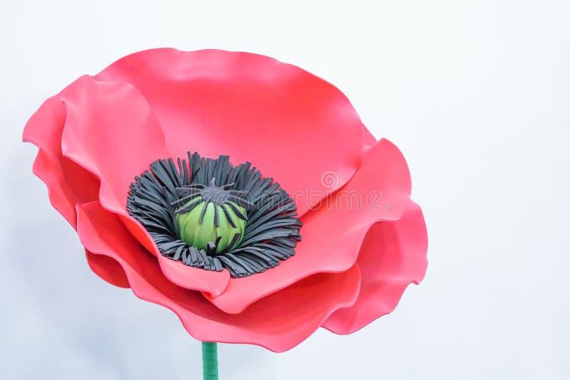Grote Reuzedocument Bloemen Grote roze, rode die papaver van document wordt gemaakt stock afbeelding