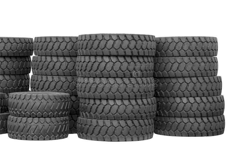 Grote rubberbanden voor vrachtwagens die op de straat liggen Zwart bandenclose-up met groot loopvlak stock afbeeldingen
