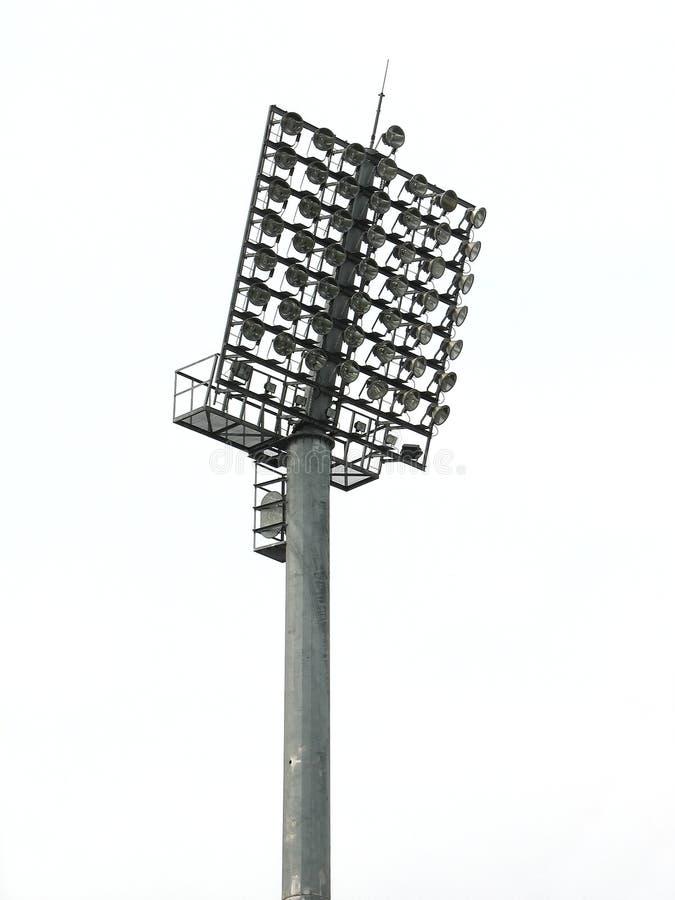 Grote schijnwerpers die toren aansteken bij een stadion stock foto