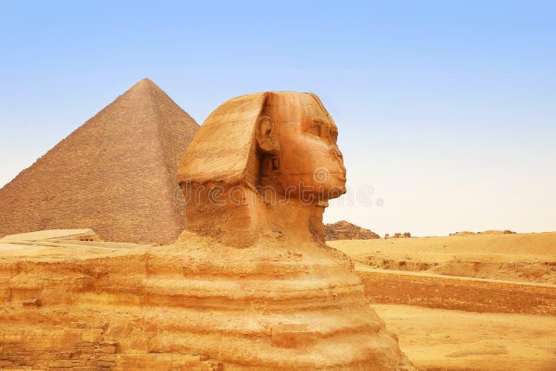 Grote Sfinx van Giza en Piramide Egypte stock foto's