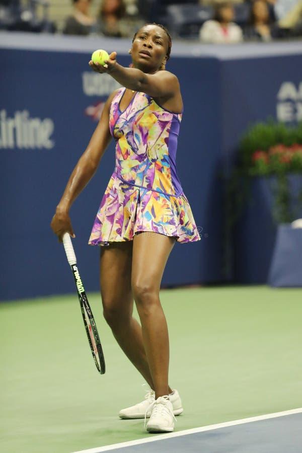 Grote Slagkampioen Venus Williams van Verenigde Staten in actie tijdens haar om gelijke 3 bij US Open 2016 stock afbeeldingen