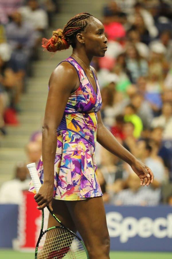 Grote Slagkampioen Venus Williams van Verenigde Staten in actie tijdens haar om gelijke 3 bij US Open 2016 stock foto's