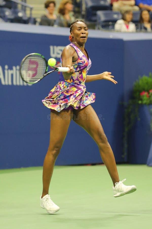 Grote Slagkampioen Venus Williams van Verenigde Staten in actie tijdens haar om gelijke 3 bij US Open 2016 stock fotografie