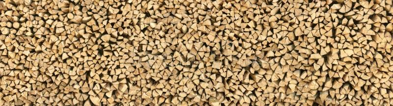 Grote stapel van houten logboekenpanorama royalty-vrije stock afbeeldingen