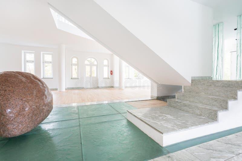 Grote steen thuis royalty-vrije stock afbeelding