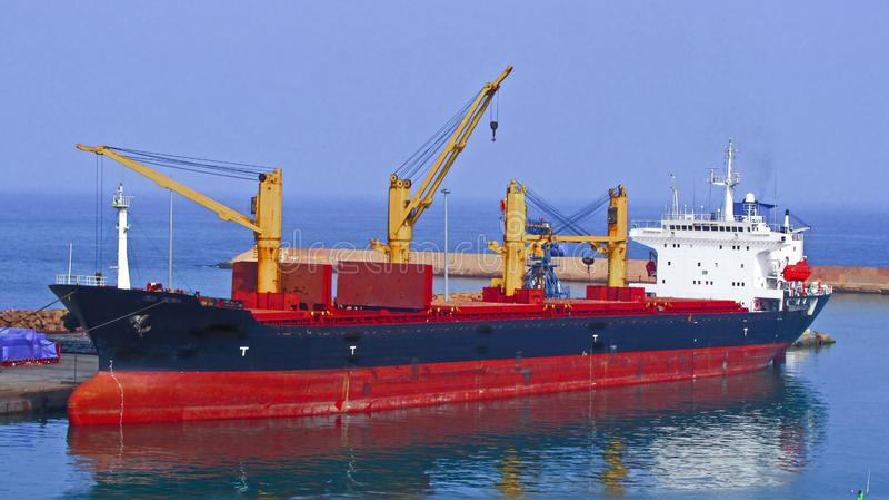 Grote stoomboot bij de haven royalty-vrije stock afbeelding