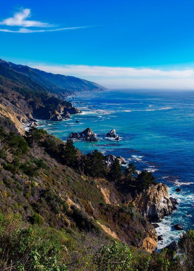 Grote Sur Rocky Coast in Californië stock foto's